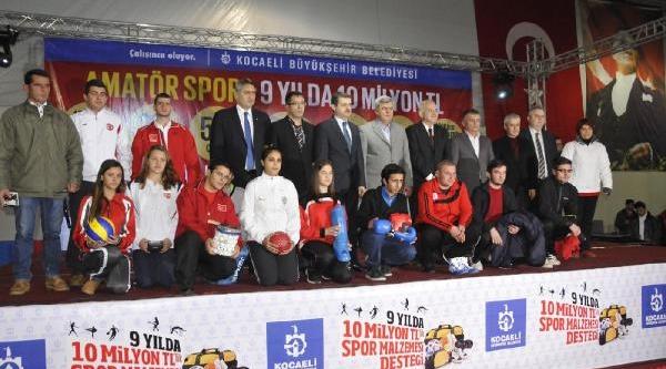 Kocaeli Büyükşehir Belediyesi'nden  221 Amatör Spor Kulübüne Malzeme Yardimi