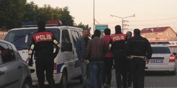 Kocaeli Polisinden 4 Ilçede Eş Zamanli Torbaci Operasyonu: 60 Gözalti