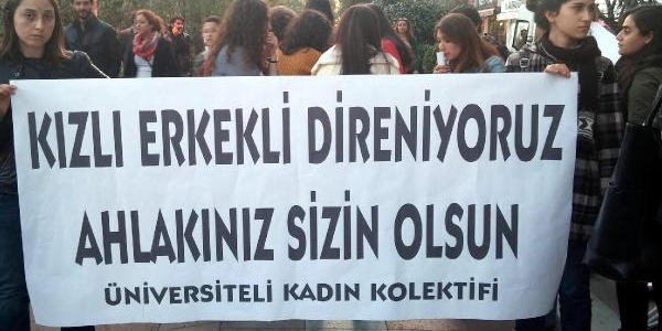 Kocaeli Üniversitesi Öğrencilerinden 'kizli Erkekli' Hatira Fotoğrafiyla Protesto (2)