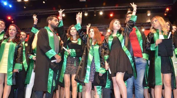 Kocaeli Üniversitesi'nde Gergin Mezuniyet Töreni