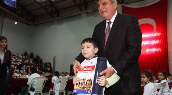 Kocaeli'de 28 Bin 500 Ilköğretim Birinci Sinif Öğrencisine Satranç Takimi