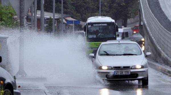 Kocaeli'de Yağmur Serinliği Sevindirdi