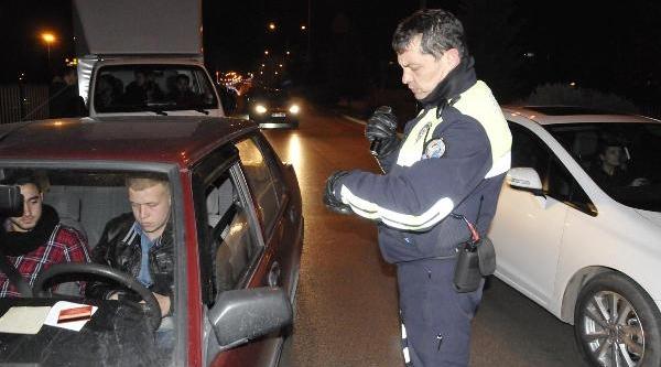 Kocaeli'nde Yilbaşi Akşami 88 Sürücüye 71 Bin Lira Ceza Kesildi