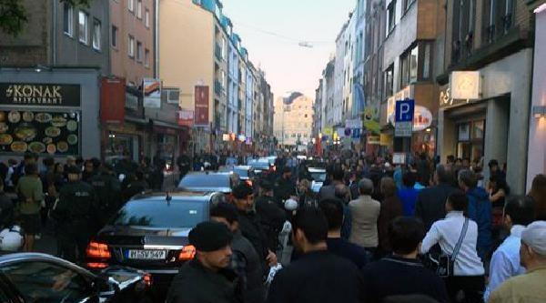 Köln'de Başbakan Yardımcısı Emrullah İşler Protesto Edildi (fotoğraf)