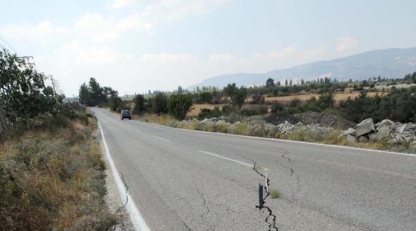 Kömür Sahasındaki Çalişmalar Karayolunda Çatlak Oluşturdu
