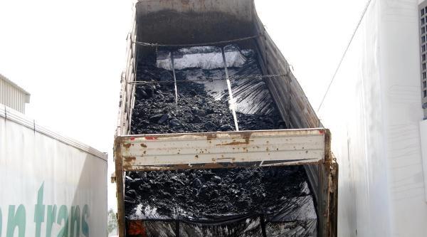 Kömürlerin Altından 102 Bin Paket Kaçak Sigara Çikti