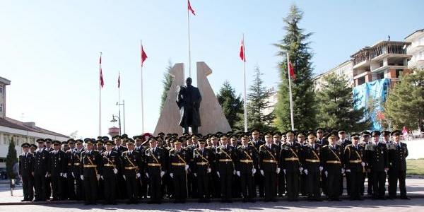Komutanlardan Atatürk Aniti Önünde Hatira Fotoğrafi