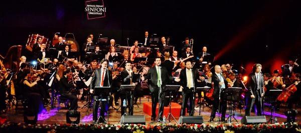 Konsere Notalari Koyduklari Kutuyla Çiktilar