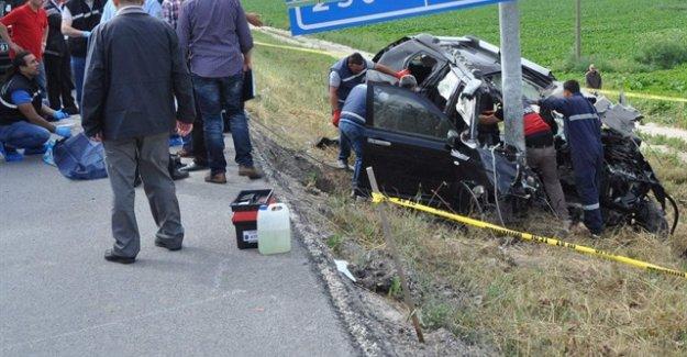 Kontrolden çıkan cip trafik direğe çarptı: 4 ölü