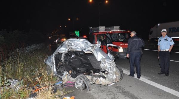 Kontrolden Çikan Otomobil Bariyerlere Çarpti: 1 Ölü, 3 Yaralı