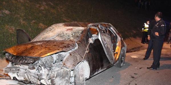 Kontrolden Çikan Otomobil Takla Atti: 5 Yarali