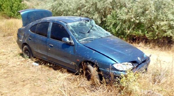 Kontrolden Çikip Devrilen Otomobilin Sürücüsü Yaralandı