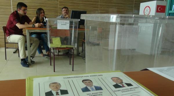 Konya Havalimanı'nda Cumhurbaşkanlığı Seçimi İçin Oy Kullanma İşlemi Başladı