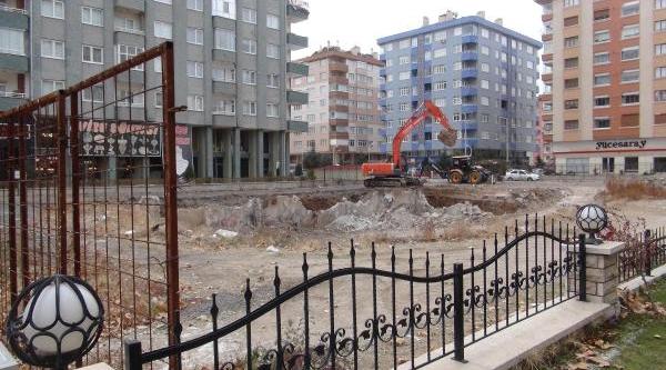 Konya'da Çöken Zümrüt Apartmani'nin Yerine Yenisi Yapiliyor