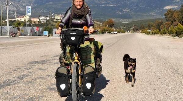 Köpeğiyle Bisikletli Dünya Turuna Çikti