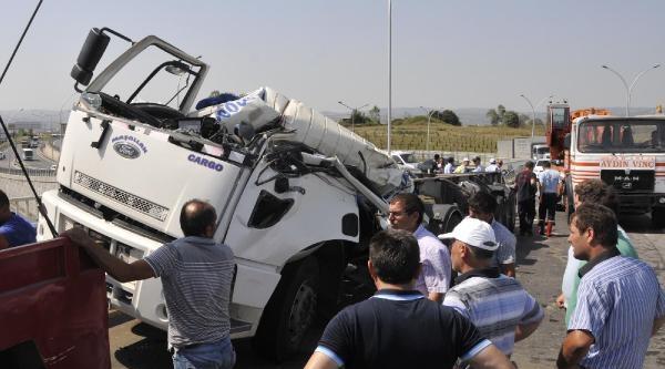 Köprü Üstünde Kaza Yapan Tır'ın Taşıma Tankı Tem'e Düştü: 1 Ölü /ek Fotograflar