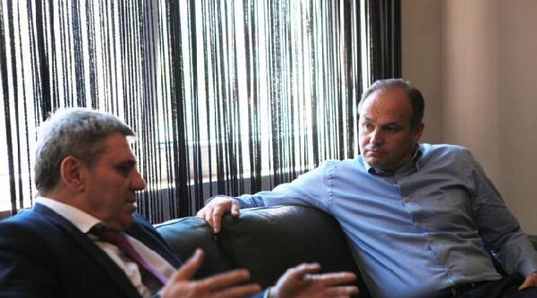 Kosova Dışişleri Bakanı Hocay, Kosova Futbol Federsyonu Başkanı Vokrri'yi Ziyaret Etti
