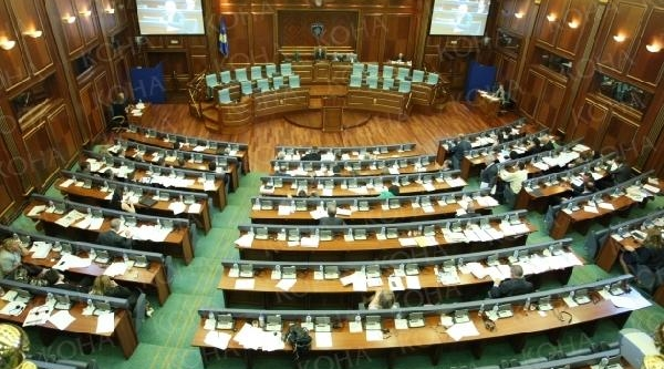 Kosova Meclisi 2014 Bütçesini Onayladi
