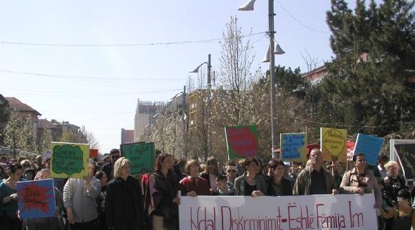Kosova'da  Down Sendromlu Çocuklardan Protesto