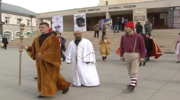 Kosova'da Dünya Tiyatrolar Günü Gecikmeli Olarak Kutlandı