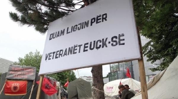 Kosova'Da Eski Uçk Askeri Intihar Etti