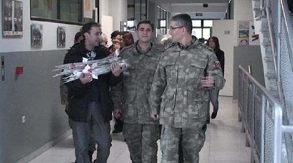 Kosova'Da Görevli Türk Askeri 'Öğretmenler Günü' Nde Kosovali Öğretmenleri Unutmadi