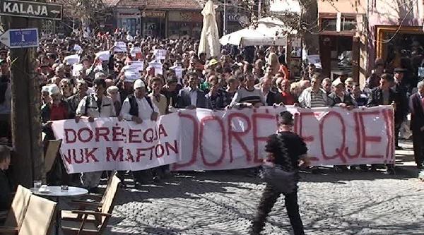 Kosova'da Göstericiler Prizren Belediye Başkanının İstifasini İstedi