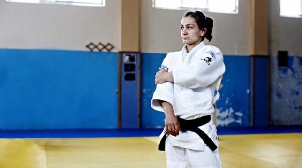 Kosova'li Dünya Judo Şampiyonu Maylinda Kelmendi, Galatasaray Takimiyla Altin Madalya Için Mücadele Edecek