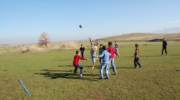 Köy Öğretmeninin 'gog' Oyunu Tescil Bekliyor