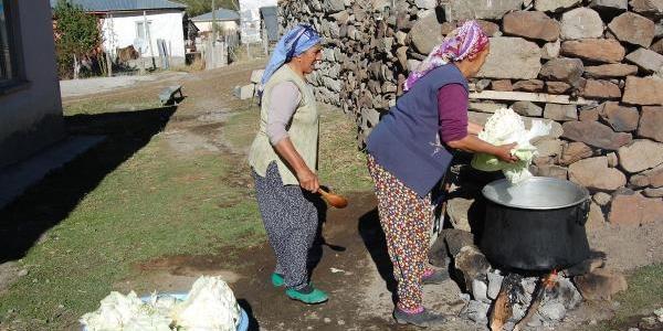 Köylerde Çetin Kiş Için Gida Stoku