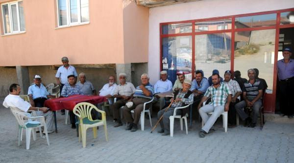 Köylüler, 'asker Yolu' Gözlüyor