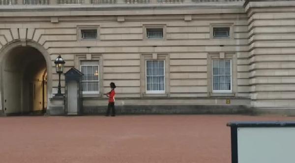 Kraliçe'nin Askeri Bu Kez Şaşirtti
