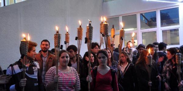 Ktü'de Öğrencilerden Meşaleli Yök Protestosu