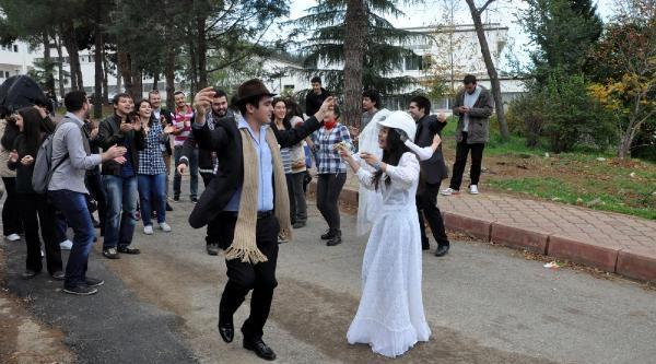 Ktü'lü Öğrencilerden Nikahli Protesto