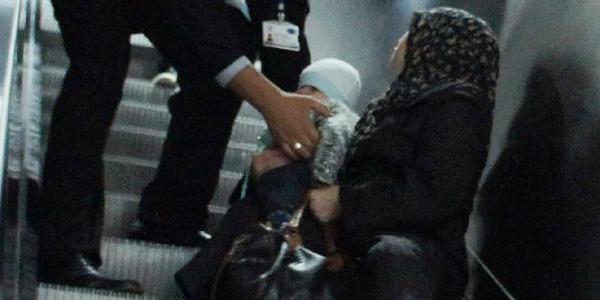 Kucağinda Bebeğiyle Marmaray Merdivenlerinde Düştü