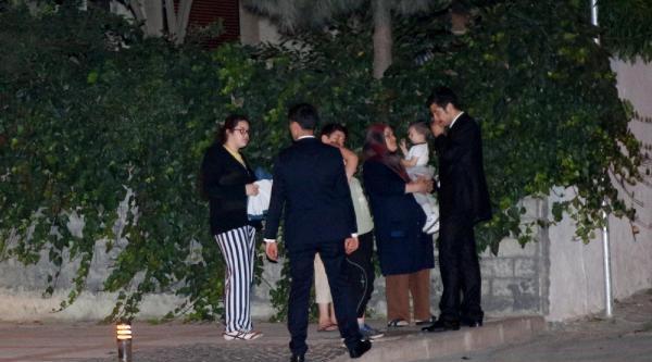 Kucağında Çocuğuyla Dakikalarca Başbakanı Bekledi