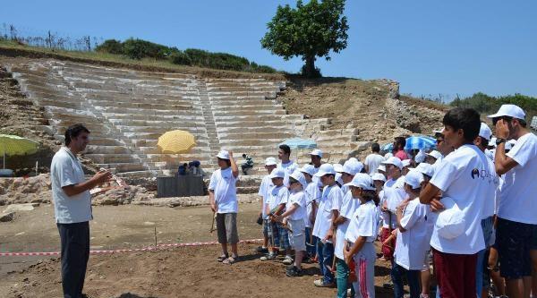 Küçük Arkeologlar Antik Kentte Kazı Yaptı