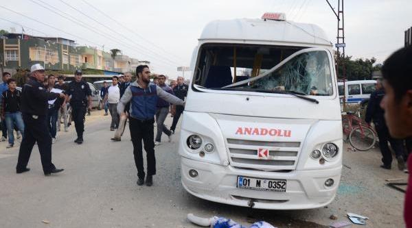 Küçük Çocuğun Ölümüne Neden Olan Şoförü Linçten Polis Kurtardi