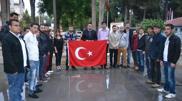 Kula'da Bayrak Protestosu