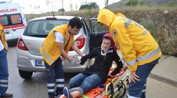 Kula'da Minibüs Devrildi: 1'i Çocuk 5 Yaralı