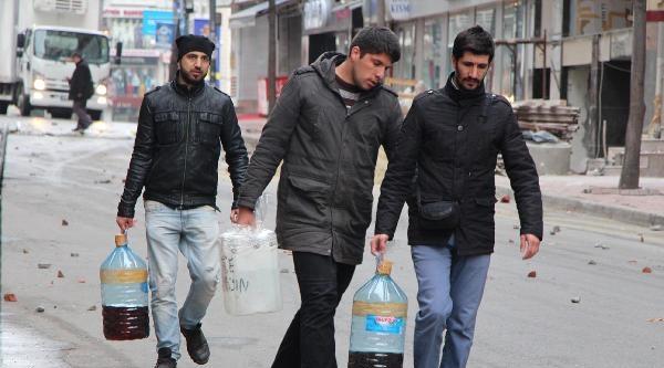 Kumkapı'da Polis Müdahalesi, Göstericiler Bankayı Ateşe Verdi (2)