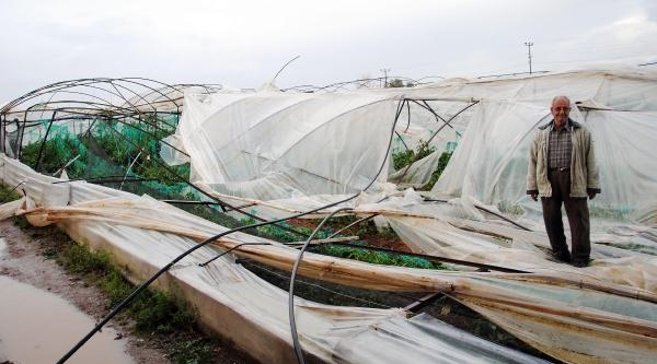 Kumluca'da Hortum Seraları Vurdu
