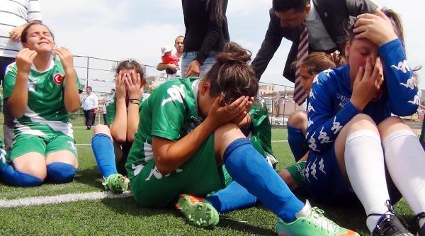 Kupayı Penaltılarla Kaybeden Kızlar Ağladı