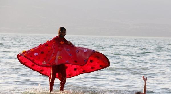 Kuraklığa Dikkat Çekmek İçin Burdur Gölü'nde Dans Etti