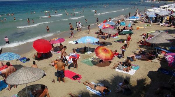 Kuşadası'nda Plajlar Seçim Nedeniyle  Turistlere Kaldı