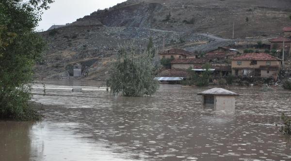 Kütahya'da Köyü Sel Bastı