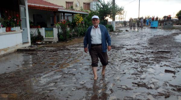 Lapseki'yi Sağanak Yağmur Vurdu