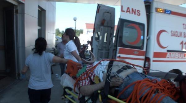 Lastiği Patlayan Otomobil Bariyerlere Çarpip Şarampole Yuvarlandı: 1 Ölü 3 Yaralı