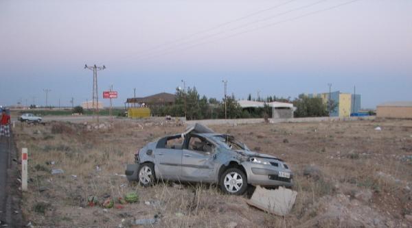 Lastiği Patlayan Tır, Park Halindeki Otomobile Çarpti: 1 Ölü, 5 Yaralı
