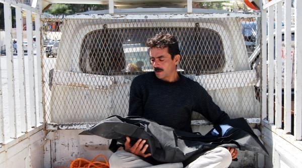 Lastiğine Kıyafet Takılan Motosiklet Devrildi: 1 Ölü, 2 Yaralı